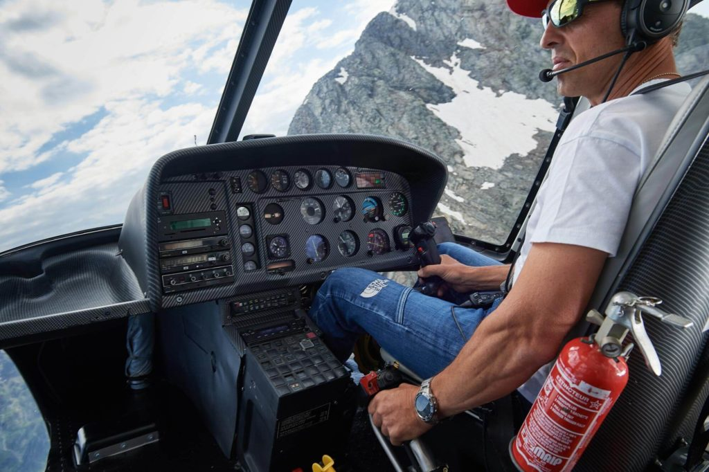 simone-moro-helicopter-driving