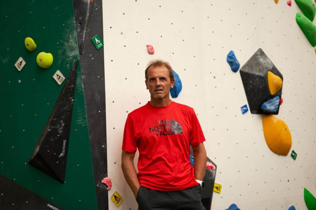simone-moro-wall-climbing
